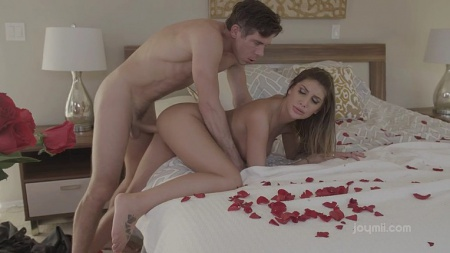 Rose petals, a beautiful sex with August Ames