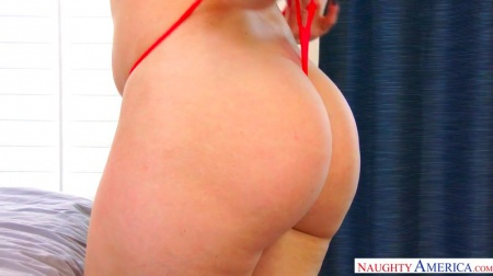 Housewife Alexis Texas with round ass