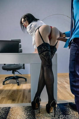 Stockings wearing secretary Sheri Vi fucked at office