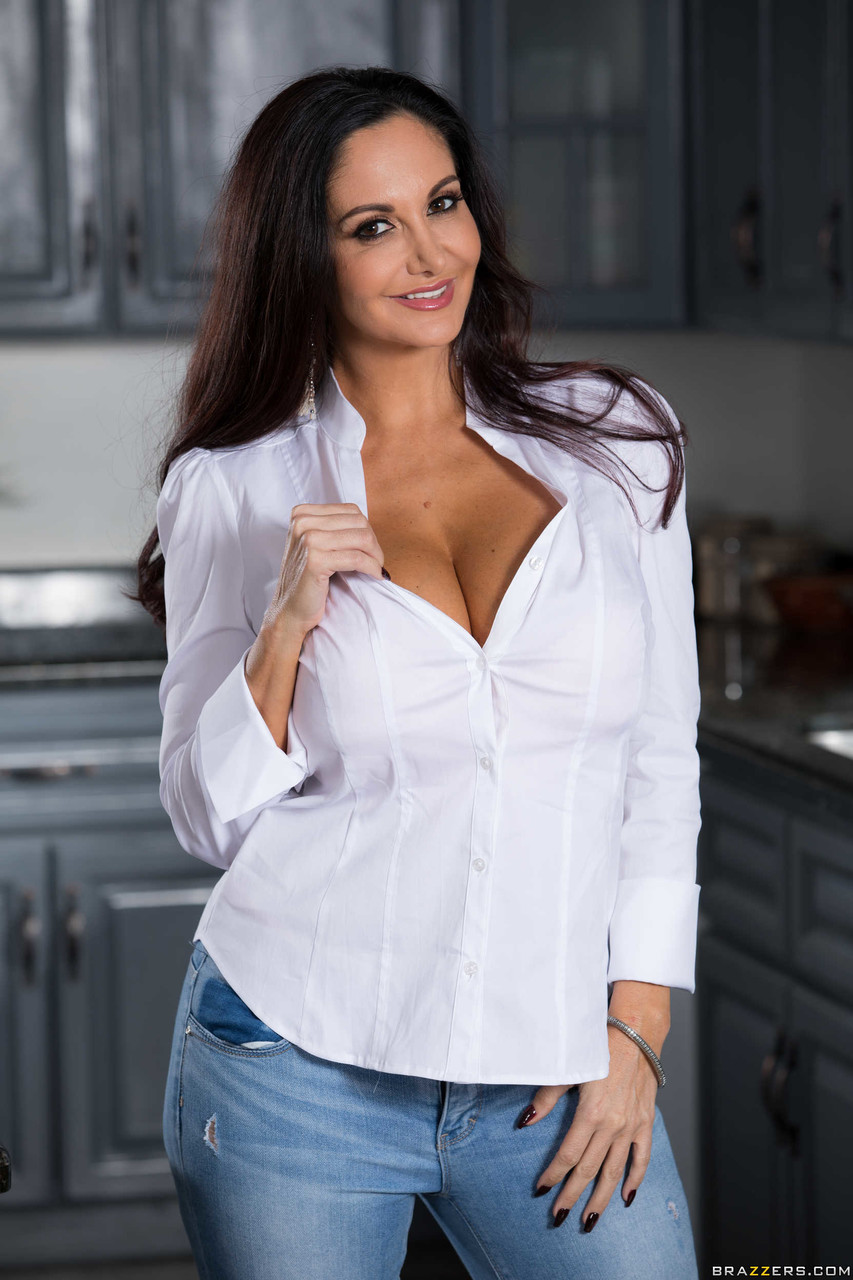 Busty Mommy Loves Black Cocks - Free Porn Pictures & Sex